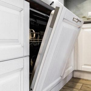 Geschirr aus der Spülmaschine